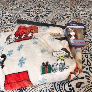 Peanuts Christmas blanket & ornament